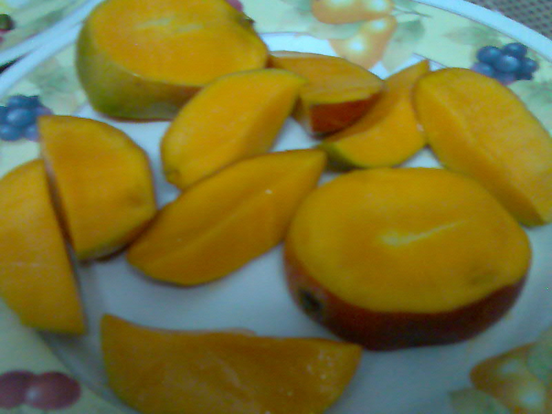 mangoes cut